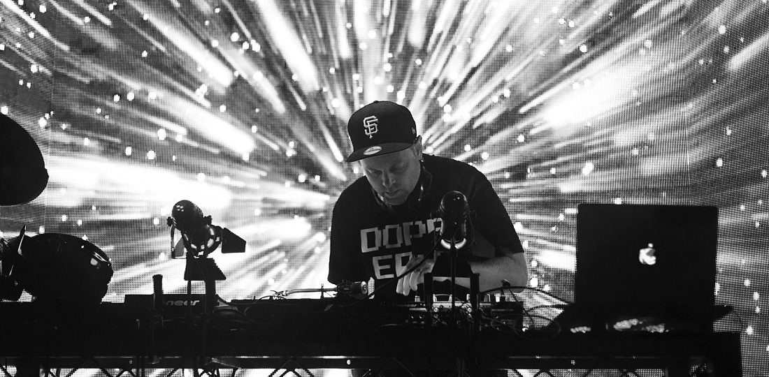 dj shadow music live review photo credit valentin zhmodikov for savage thrills savagethrills BW (2)