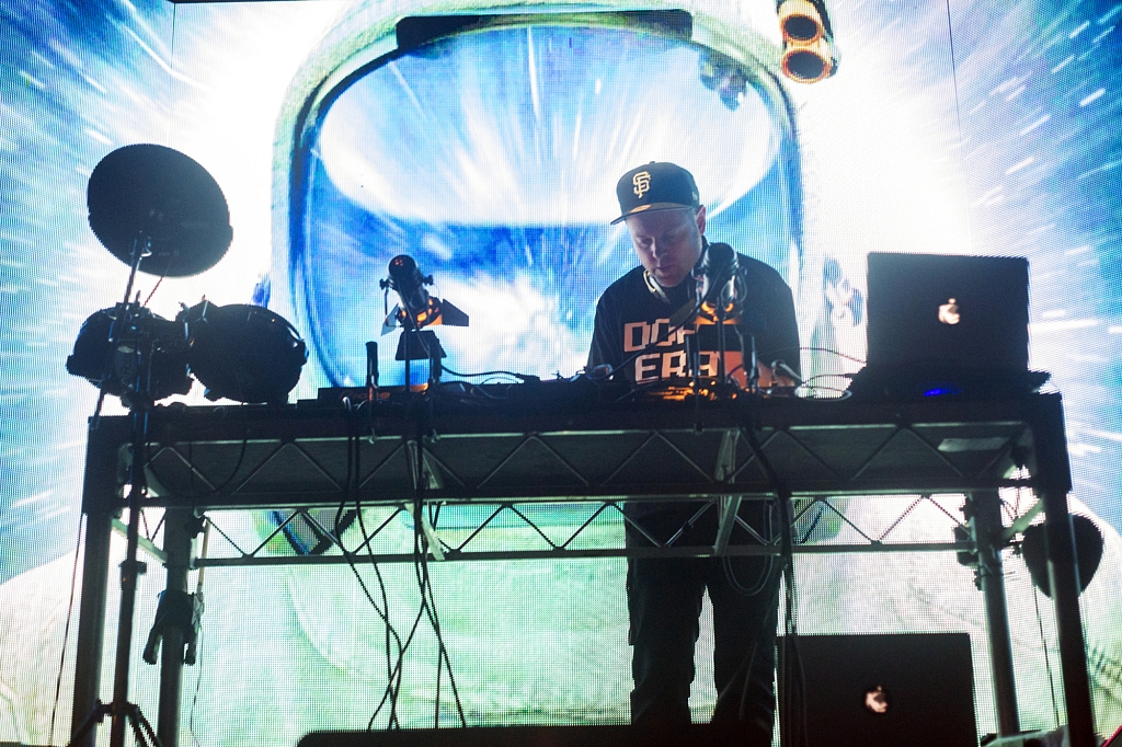 dj shadow music live review photo credit valentin zhmodikov for savage thrills savagethrills colour (1)